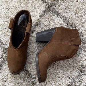 Vince Camuto Hillsy booties, size 6 like new